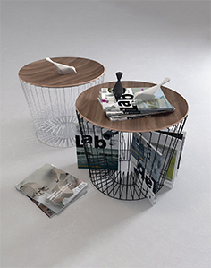 Table with magazines 17
